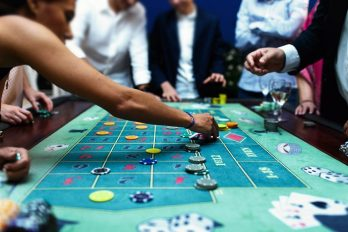 9 Casino Table Game Etiquette Tips